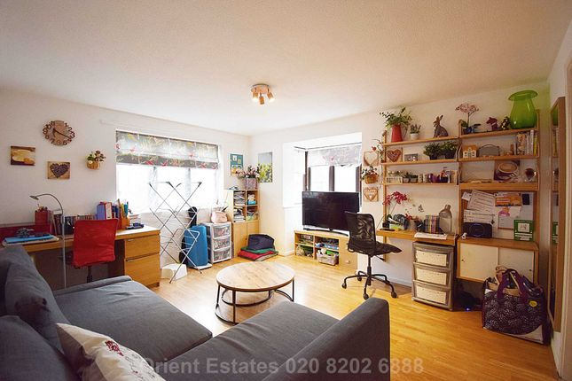 Thumbnail Flat for sale in Falcon Way, London