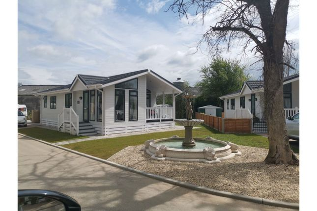 2 bed mobile/park home for sale in Mapleridge Road, Chipping Sodbury BS37