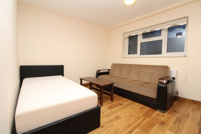 1 bed flat to rent in Kingsground, London