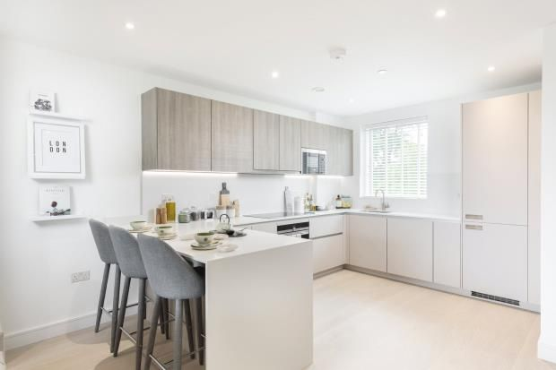 Thumbnail Flat for sale in The Avenue, Brondesbury, London