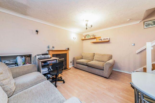 Living Area of Ratcliffe Close, Uxbridge UB8