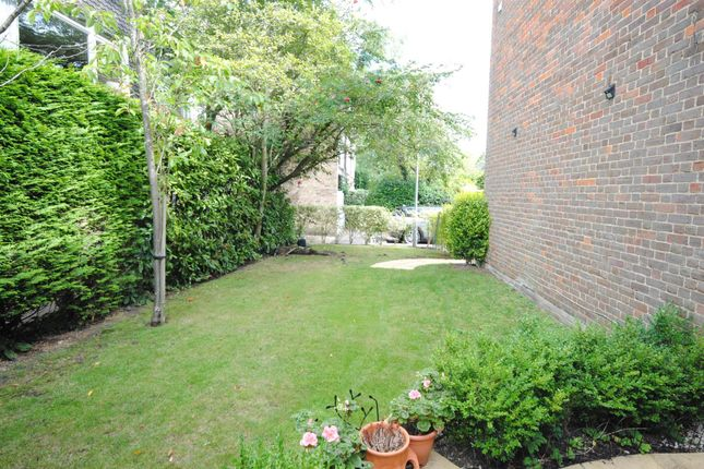 Private Garden: of Sunninghill Court, Sunninghill, Ascot SL5