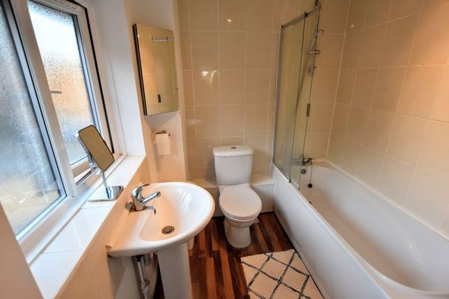 Bathroom of Khasiaberry, Walnut Tree, Milton Keynes MK7