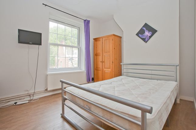 Thumbnail Flat to rent in Bath Terrace, London