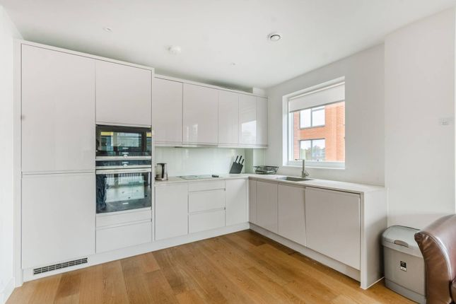 Thumbnail Flat to rent in Lismore Boulevard, Colindale, London