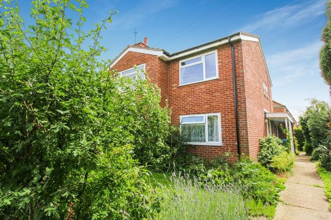 Thumbnail Flat for sale in Meadowbank Close, Long Crendon, Aylesbury