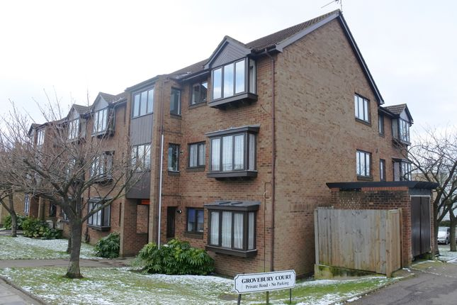 Thumbnail Flat for sale in Chase Road, Southgate