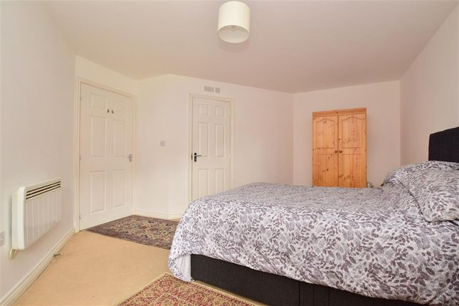 2 bed flat for sale in Rydons Way, Redhill, Surrey