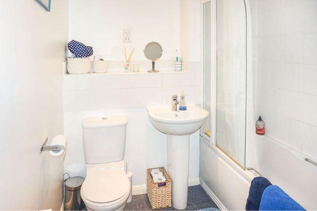 Bathroom of Balfour Close, Northampton NN2