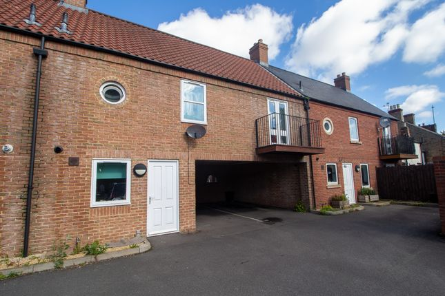 2 bed town house to rent in Albion Street, Spalding PE11