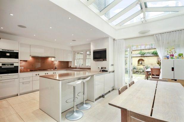 Thumbnail Property to rent in Albert Bridge Road, London