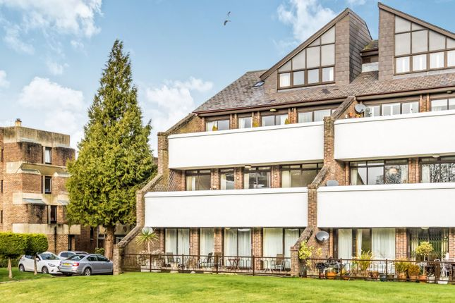 Flat to rent in Tollhouse Close, Chichester