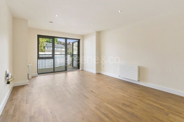 3 bed flat to rent in Lawn Road, Belsize Park, London
