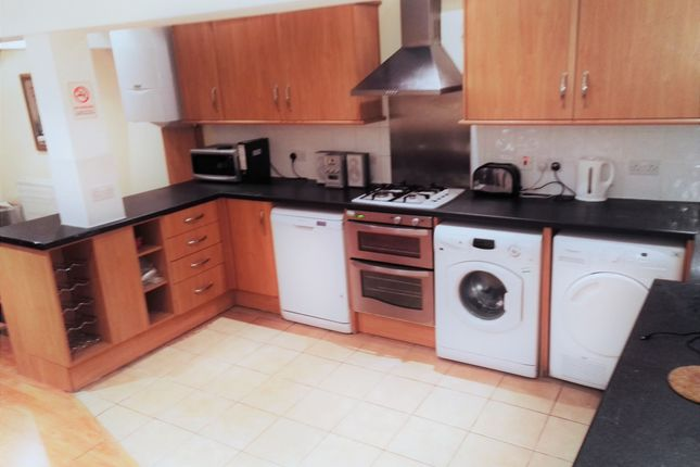 Thumbnail Shared accommodation to rent in Harberson Road, Balham, London