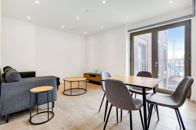 2 bed flat to rent in Atlantis Avenue, London E16