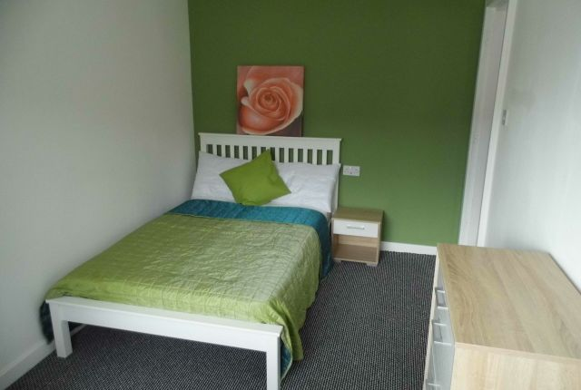 Thumbnail Room to rent in Haydock Close, Chadderton