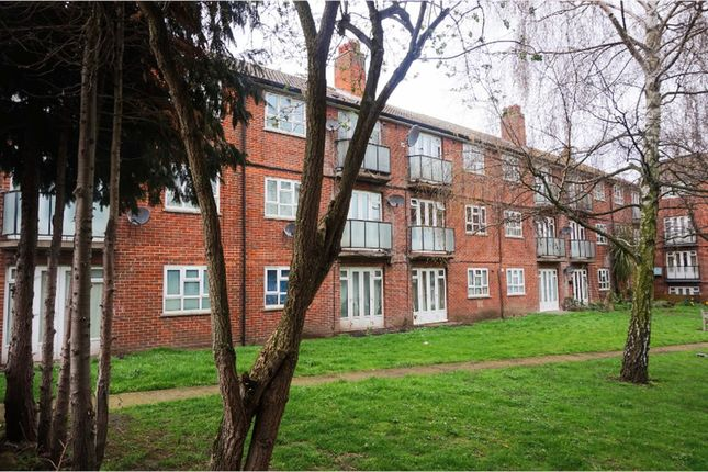 Thumbnail Flat for sale in Sandling Rise, Eltham