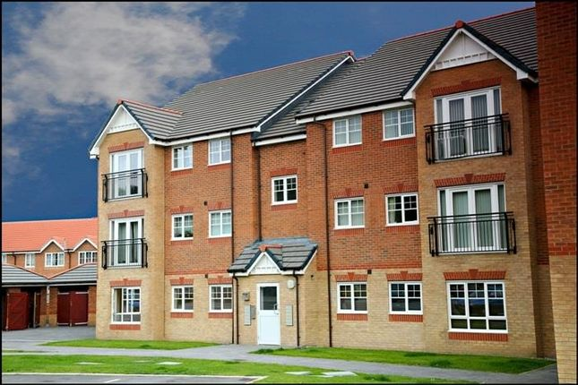 2 bed flat to rent in Lamberton Drive, Brymbo, Wrexham LL11