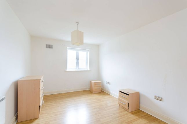 Flat for sale in Green Dragon Lane, Brentford