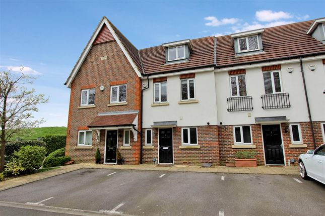 Thumbnail Town house to rent in Lightcroft Cottages, Eastbrook Way, Hemel Hempstead, Hertfordshire