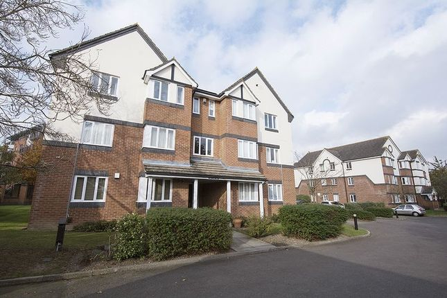 1 bed flat to rent in Roydon Court, Mayfield Road, Hersham, Walton-On-Thames