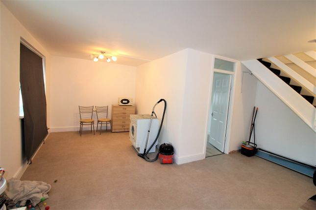 4 bed maisonette to rent in Merchant Street, Mile End