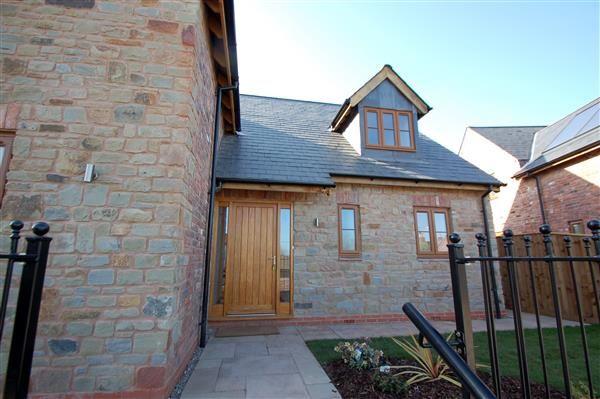Enter Property Via Solid Oak Door Into: