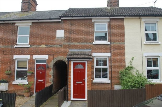 2 bed terraced house to rent in Three Crowns Road, Colchester