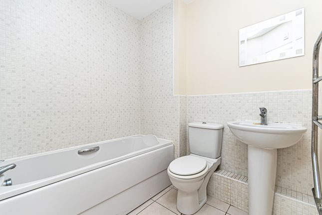 Bathroom of Miami Close, Great Sankey, Warrington WA5
