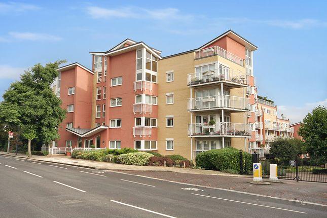 2 bed property to rent in Twickenham Road, Teddington