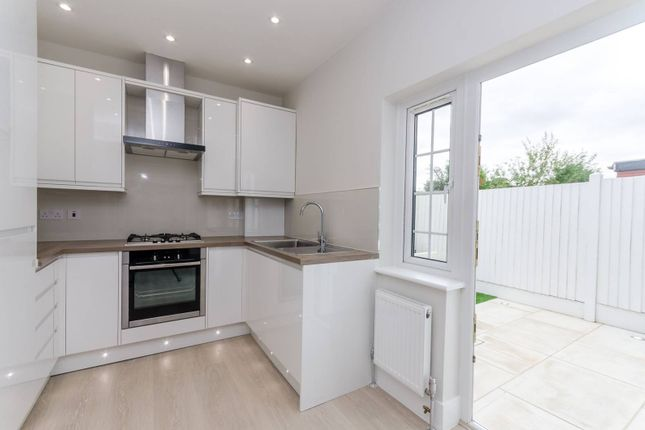Thumbnail Flat for sale in Edward Avenue, Chingford
