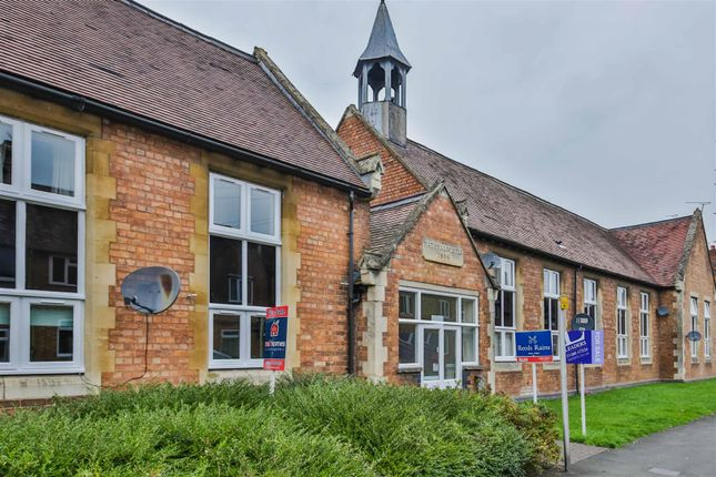 Thumbnail Flat for sale in Kings Road, Evesham