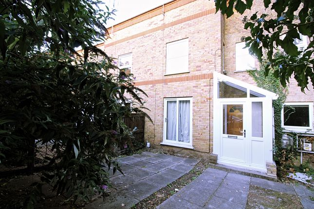 Robert Lowe Close, London SE14