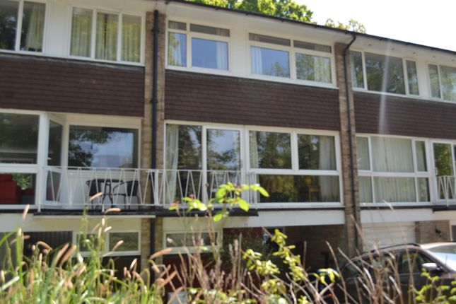 3 bed terraced house to rent in Oakwood Close, South Nutfield, Redhill