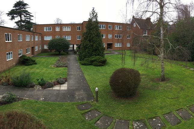 Thumbnail Flat to rent in Hillside Road, St. Albans, Hertfordshire