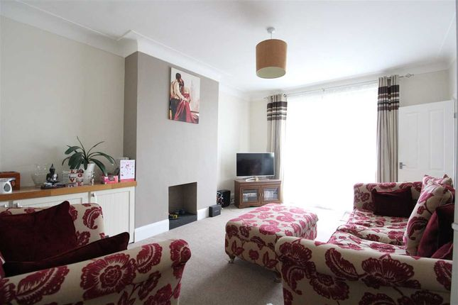 Thumbnail Bungalow to rent in Grange Close, Leigh-On-Sea
