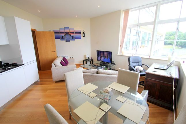 Thumbnail Flat to rent in Hayes Road, Sully, Penarth