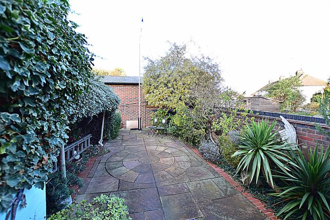 Garden of Old Road East, Gravesend DA12