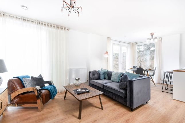 2 bedroom flat for sale in So Resi Hook, Station Road, Hook