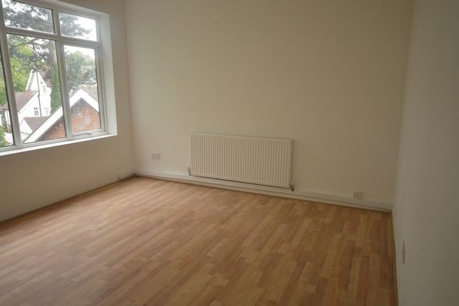 Thumbnail Flat to rent in Flat C, Woodland Avenue