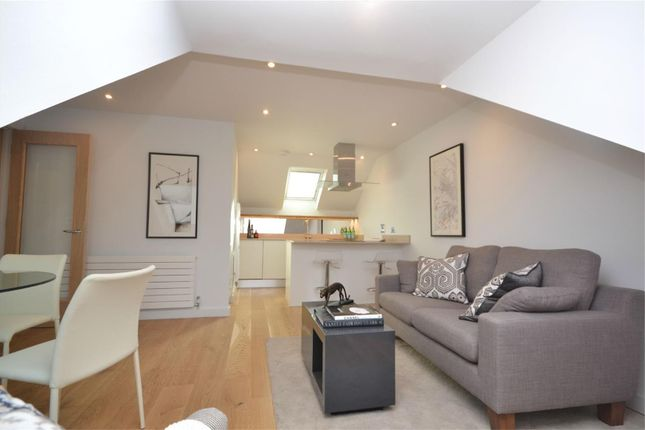 1 bed flat to rent in Old Lodge Place, St Margarets, Twickenham