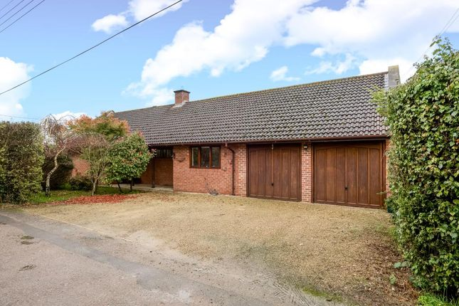 Thumbnail Detached bungalow to rent in Filchampstead, Oxfordshire