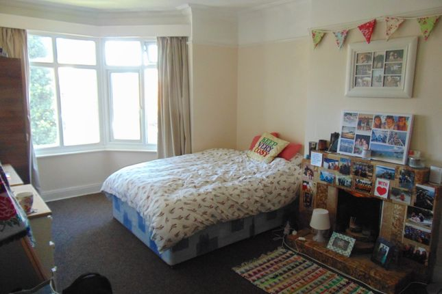 Thumbnail Flat for sale in Bassett Crescent West, Southampton