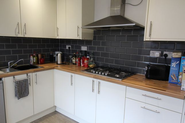 Room to rent in Ferry Road, Grangetown, Cardiff CF11