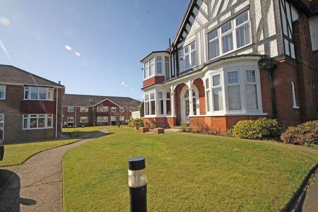 Thumbnail Flat to rent in Summerfiedls, Kings Road, Cleethorpes