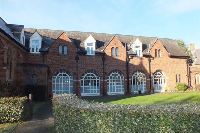 Thumbnail Maisonette to rent in Convent Court, Hatch Lane, Windsor, Berkshire