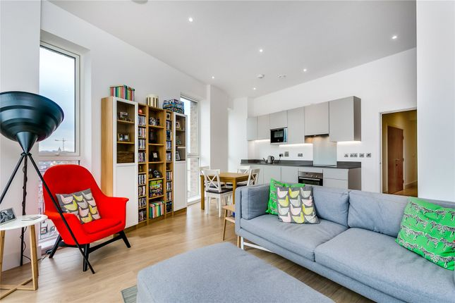 Thumbnail Flat for sale in Stockwell Park Walk, London