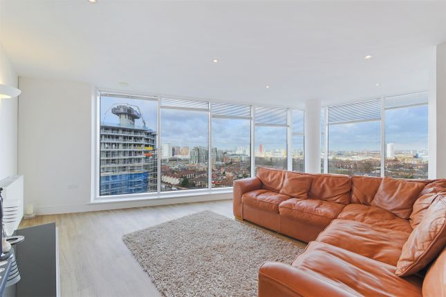 Thumbnail Flat to rent in 22 Western Gateway, Royal Victoria Dock, London