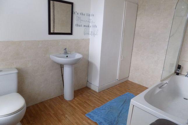 Bathroom of New Hey Road, Bradford BD4