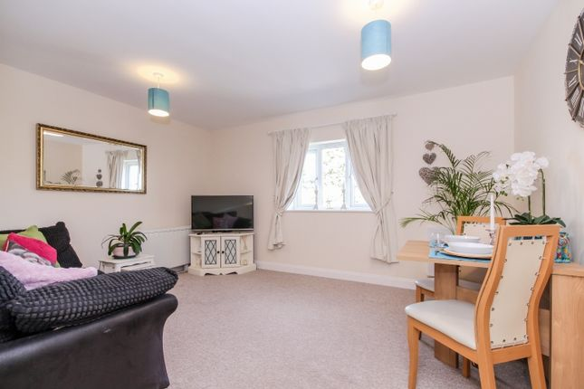 Thumbnail Flat to rent in Brighthampton, Witney